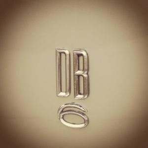 AM DB6 badge
