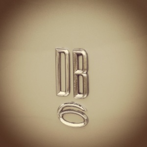AM DB6 badge